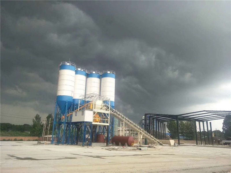Daily maintenance of concrete mixing station can not be separated from lubricating oil