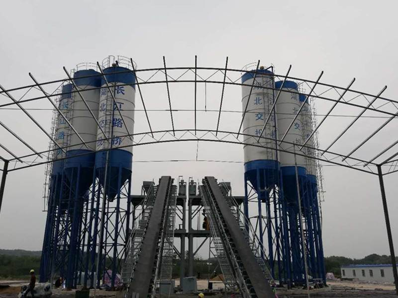 China mobile concrete mixing plant factory