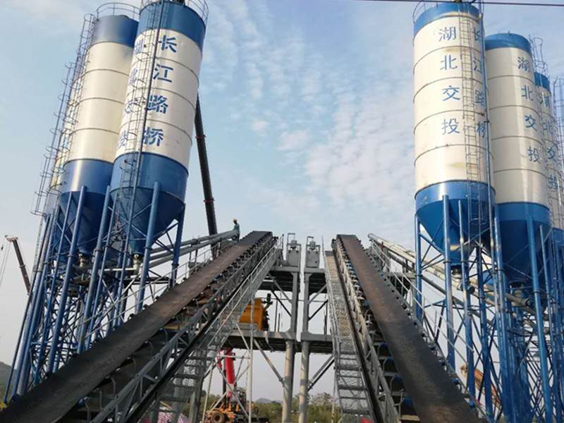 China portable concrete mixing plant