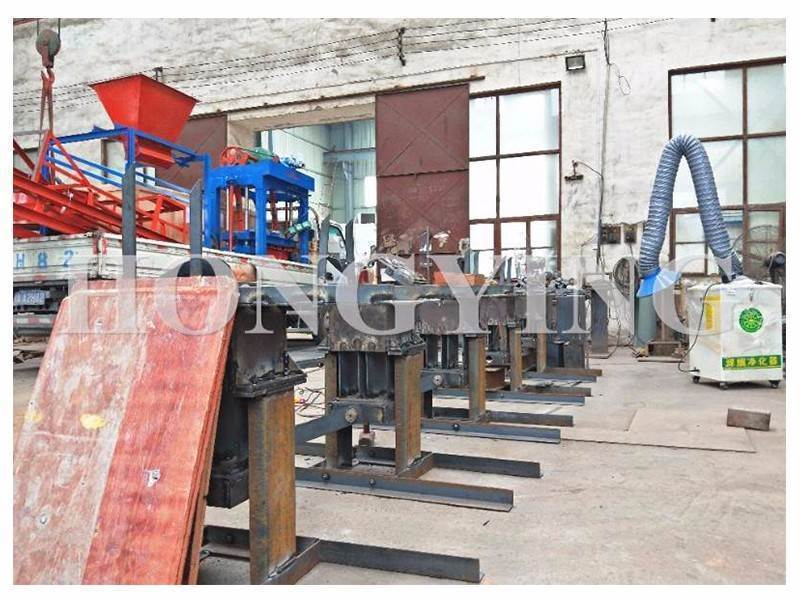 Picture Interlocking clay brick making machine