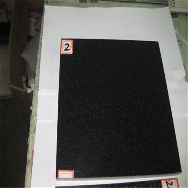 gefärbter schwarzer Granit