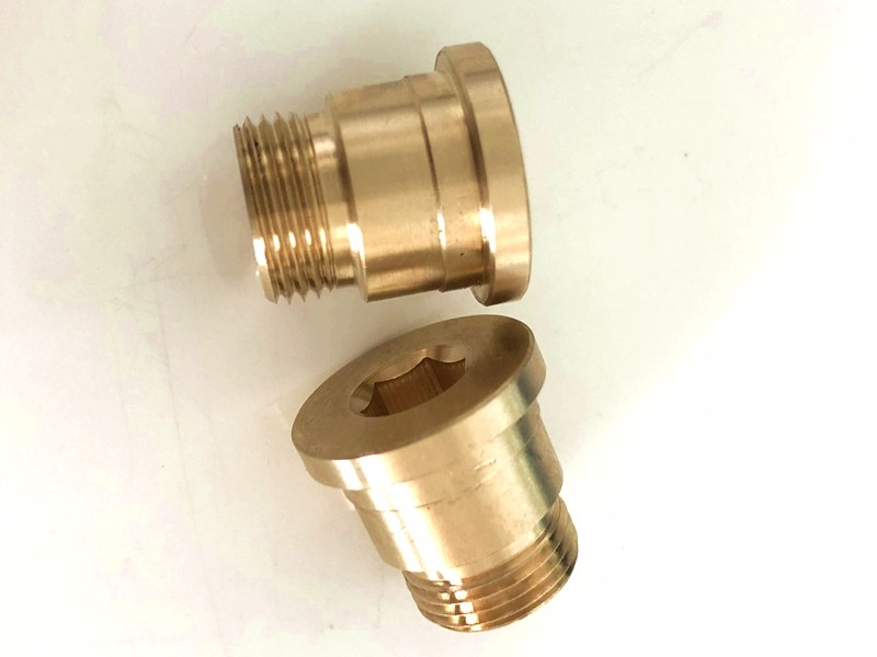 Difference between copper-nickel plated tee and stainless steel tee